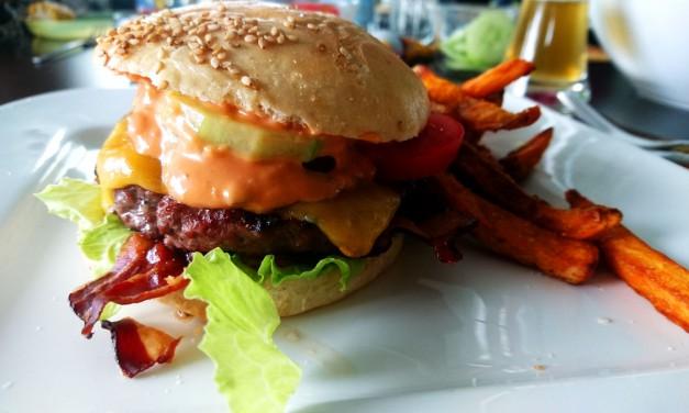 Deine Gäste werden dich lieben – Mit diesen 10 Tipps machst du grandiose Burger